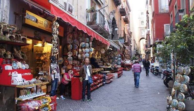 shopping-a-Napoli-min.jpg