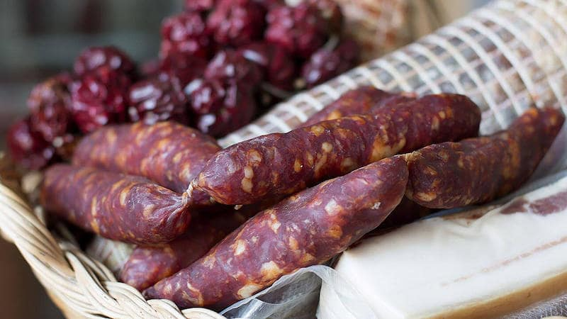 salsiccia-rossa-di-Castelpoto-min.jpg